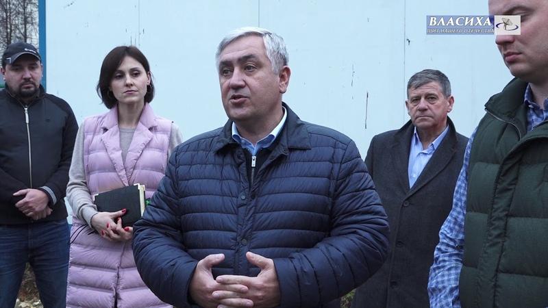 Глава г.о. Власиха А. Алябьев посетил строительную площадку городского стадиона