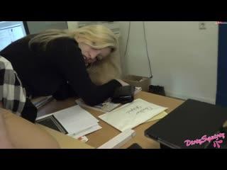 Натянул попку начальницы на член прямо в офисе dirty squirty anal ficktat beim chef mit atm
