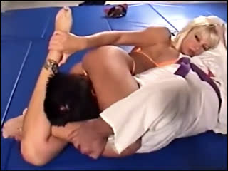 Blonde bimbo model headscissor ko's a martial artist in wrestling match