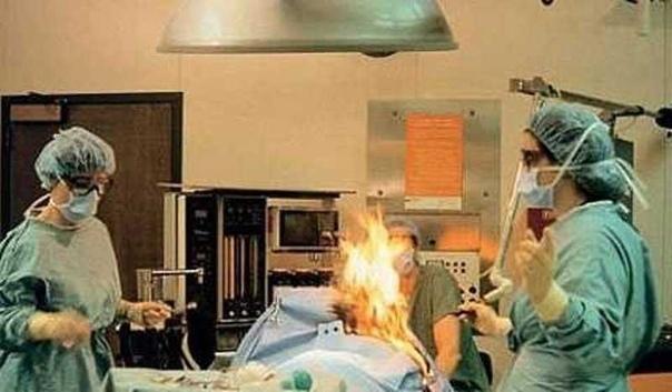 Хирург случайно поджег пациентку на операционном столе