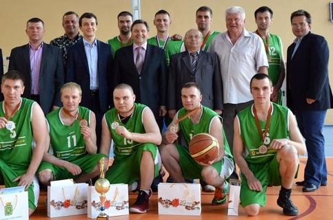 Михаил Антипкин во втором ряду второй слева. Правее — Гришин В.В. (мэр Лесного). 2015 год.