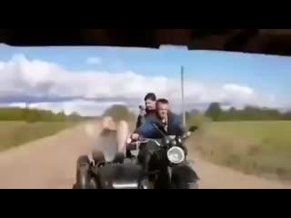 На мотоцикле в кусты, прикол года,смех,.mp4