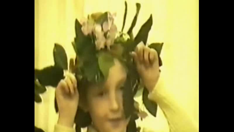 1. Праздник бабушек и мам 2. ДТЮ - Светлячок 2001г.