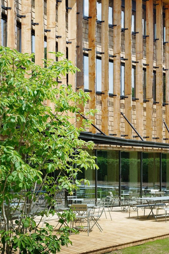 Деревянный офис впригороде Парижа