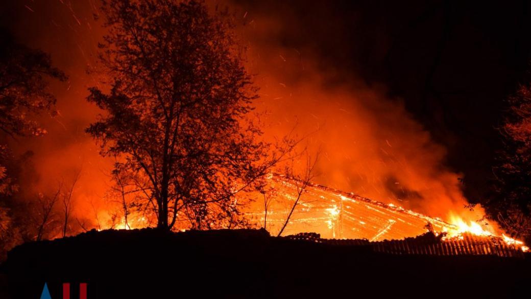 В Донецке мощный пожар уничтожил 15 домостроений