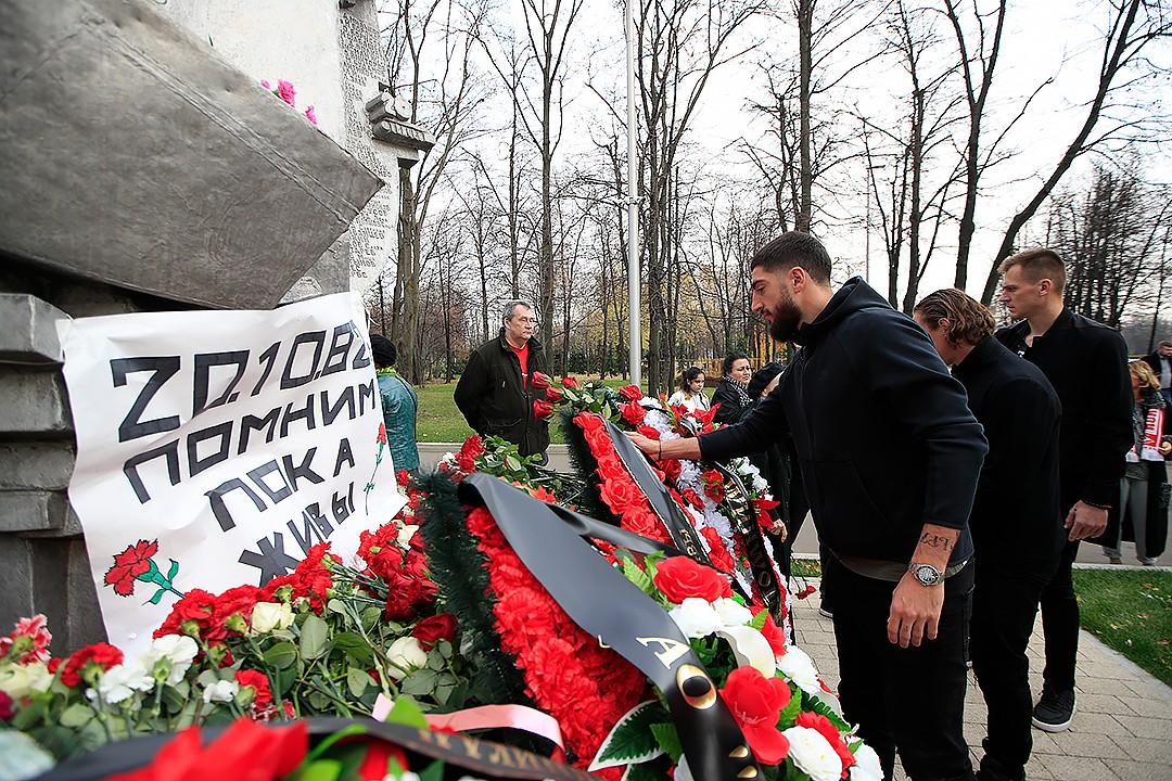Спартаковцы почтили память жертв трагедии в «Лужниках» (Видео)