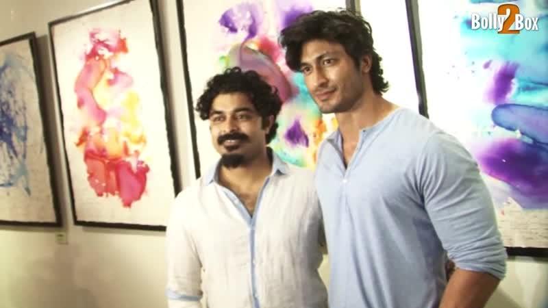 Видьют Прачи Десаи и Тигманшу Дхулия на художественной выставке