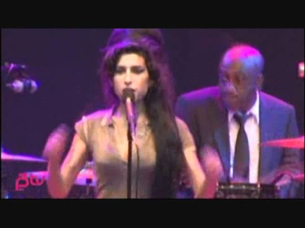 You Know I'm No Good live at Hove Festival on June 26th 2007 Amy Winehouse