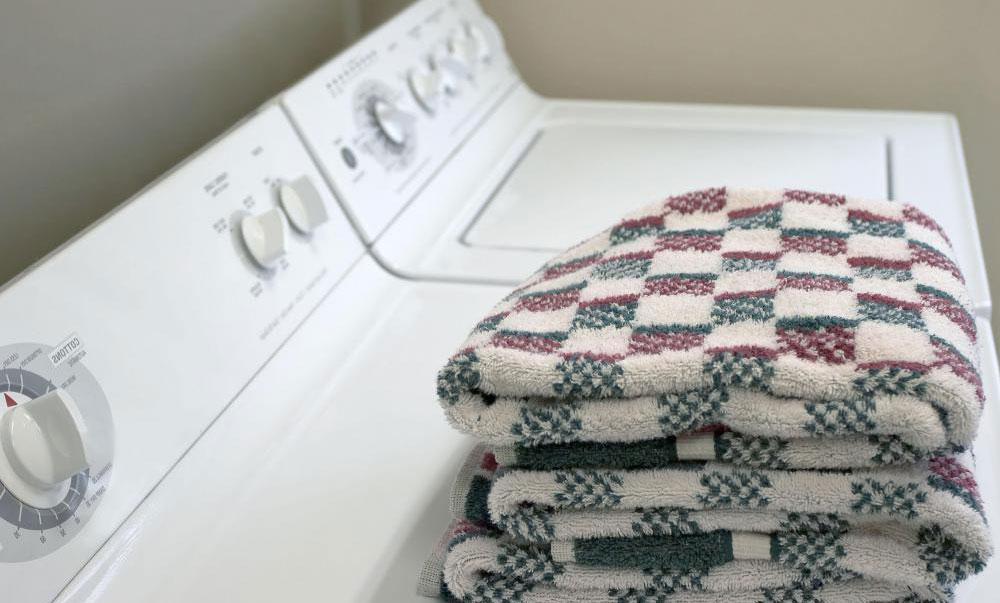 Платье с блестками можно стирать по деликатному циклу в стиральной машине.