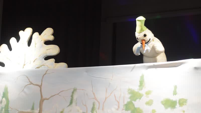 Под новый год и Снеговики иногда оживают)....Сцена из спектакля Лошадка и звездочка
