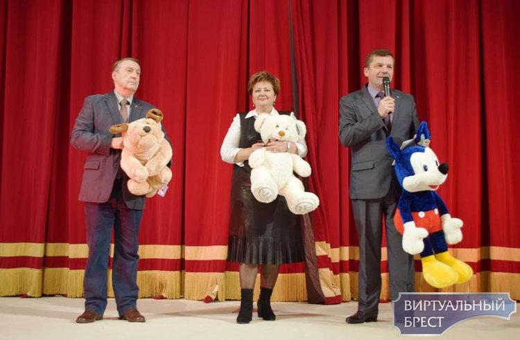 Благотворительный новогодний праздник прошел в Ленинском районе г. Бреста