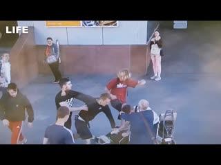 Толпа подростков избила супругов-музыкантов в Петербурге