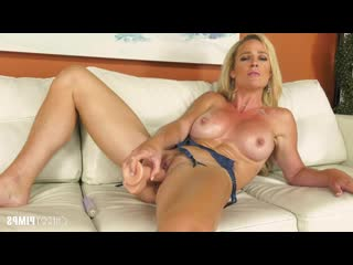 Sydney Hail - Gorgeous MILF Sydney Hail Getting Naughty LIVE! [Solo, Posing, Big Tits, Blonde, Fake Tits, High Heels, Lingerie