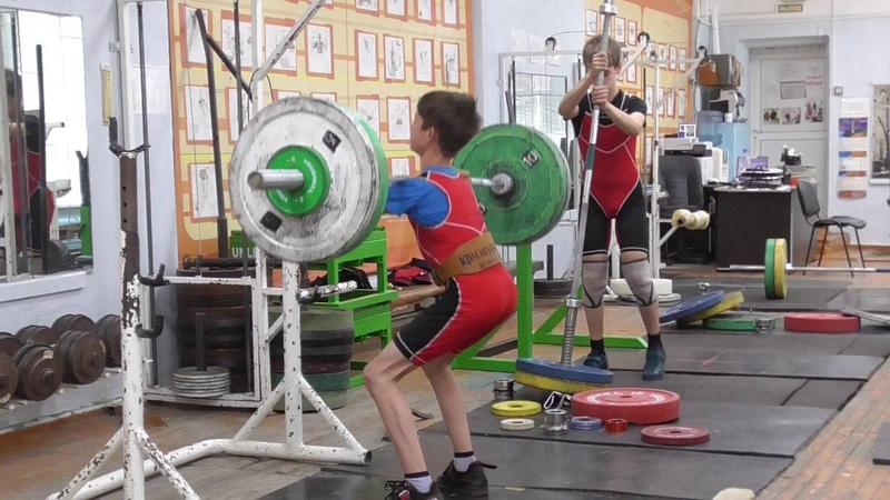 Шумихин Артур, вк 35 кг, 13 лет Приседания на гуди 47 кг