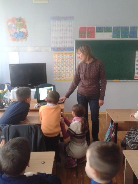 донецкая республиканская библиотека для детей, отдел обслуживания учащихся 5-9 классов, детям о матери, с библиотекой интересно, день матери
