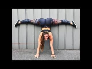 SLs - Girls making the most amazing SPLITs - Motivation FiTNESS