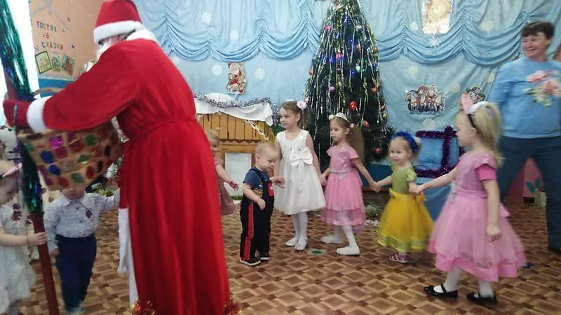 Танцы с Дедом морозом