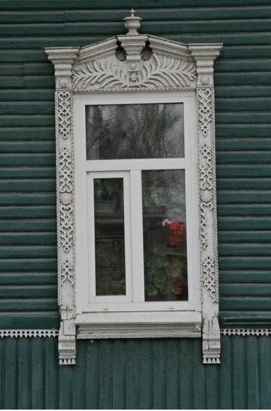 Пример растительного орнамента. На колоннах вдоль – Берегини