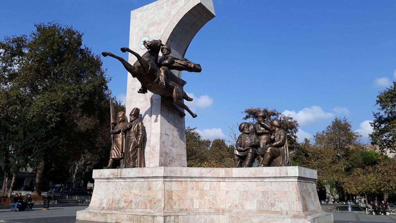 Мехмед Завоеватель, памятник в Стамбуле