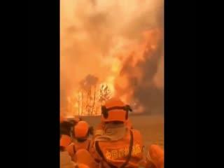 Девятнадцать пожарных стали жертвами масштабного лесного пожара рядом с городом Сичан (Китай, Сычуань, 30 марта 2020)