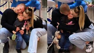 Ханна и Пашу покатались с дочкой на аттракционах