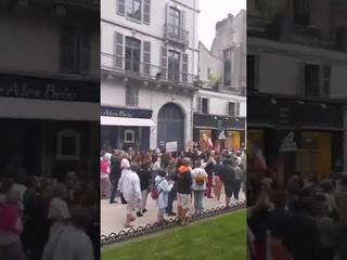 Manifestation ce soir dans les rues de Pau contre la généralisation du Pass Sanitaire.