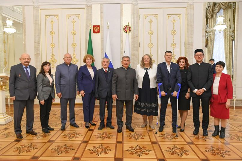 Рустам Минниханов вручил Премии за вклад в развитие институтов гражданского общества, изображение №2