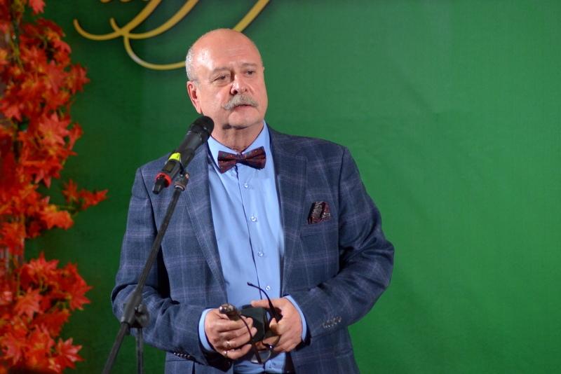 Алексей Емельянов благодарит за вручение Премии