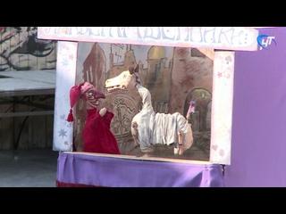 Зрители фестиваля уличных театров «Без кулис» увидели истинное лицо современного Петрушки