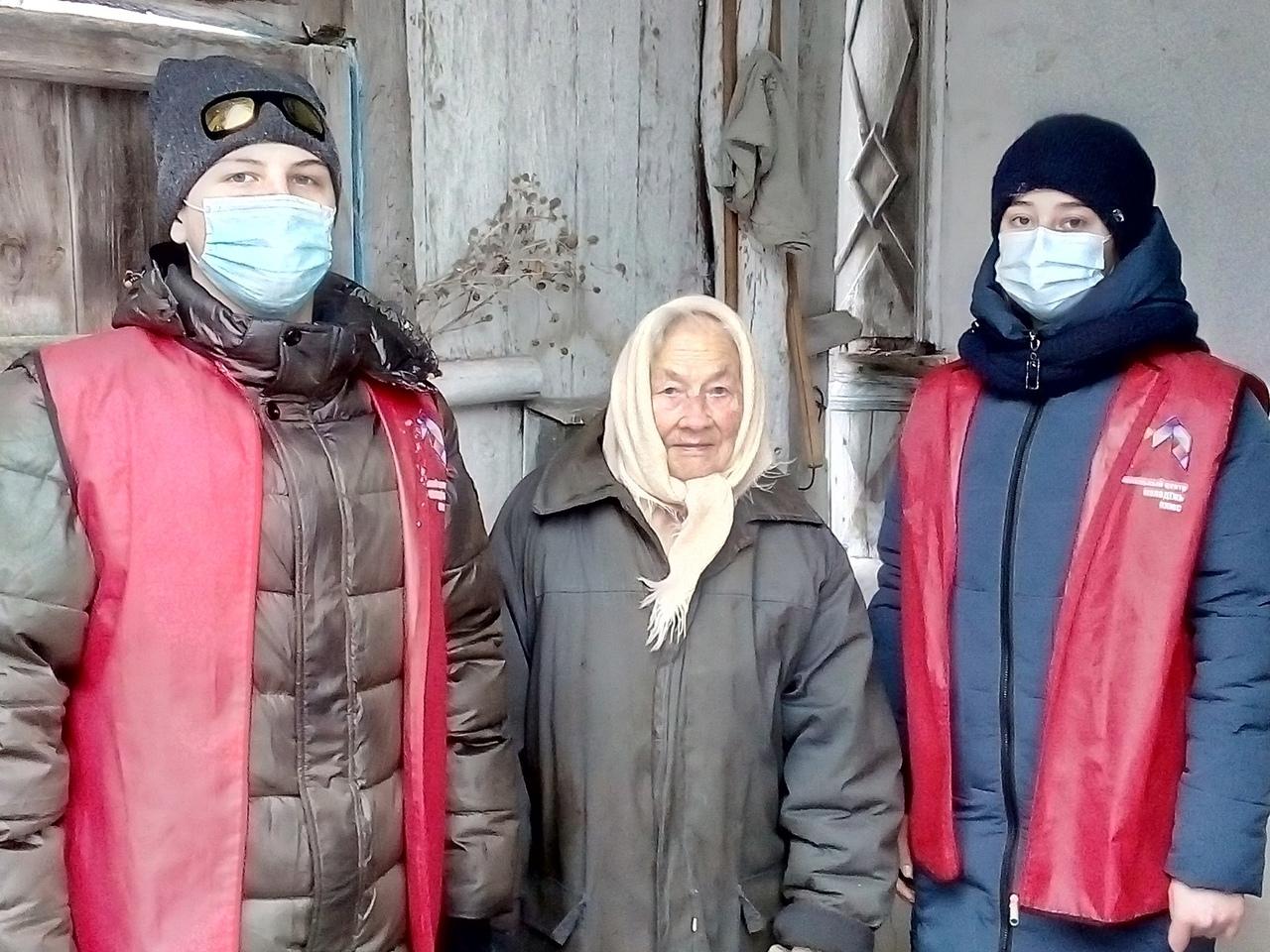 Волонтёры продолжают помогать пожилым жителям Петровска