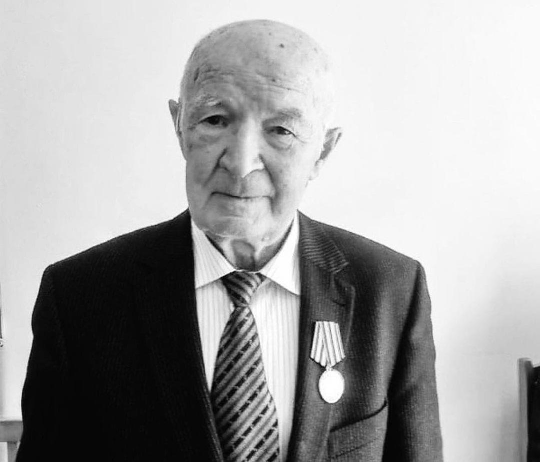 Темрезов сообщил, что ушел из жизни заслуженный работник народного образования КЧР