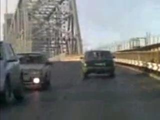 Пяная девка за рулем...на Архангельском мосту Смотреть до конца!!
