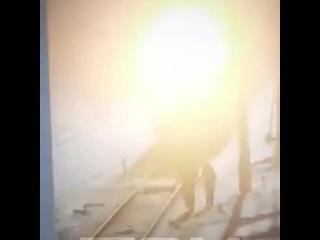 Поезд сбил девочку