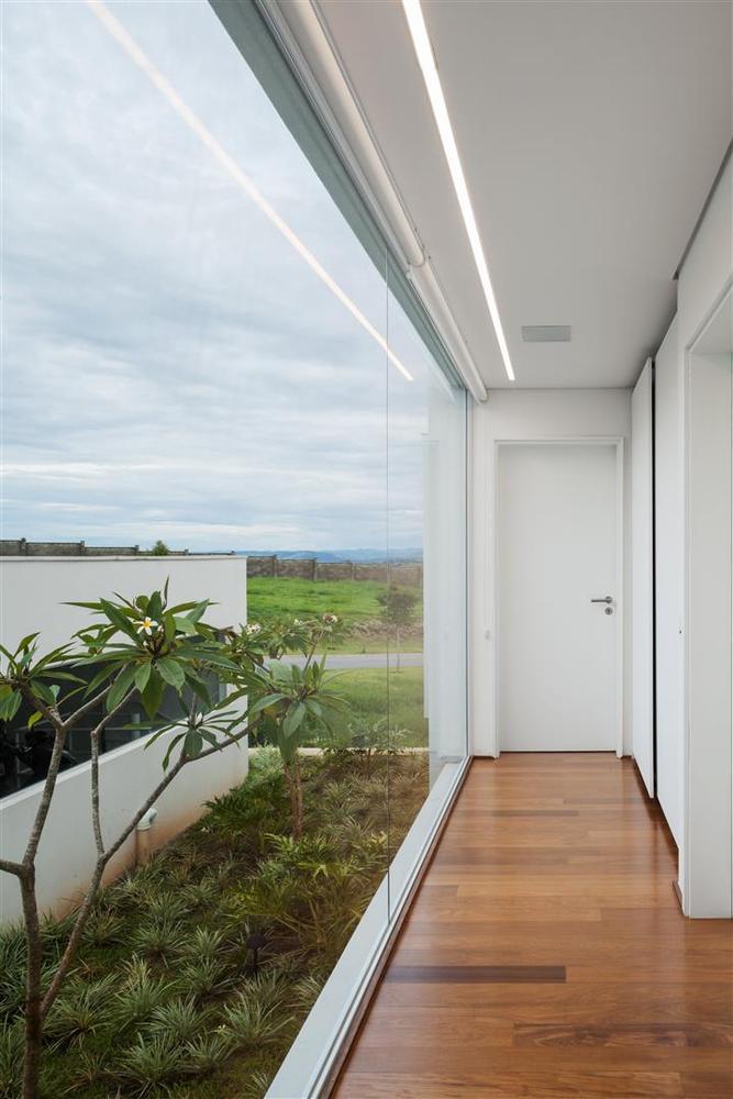 Neblina House / FGMF Arquitetos