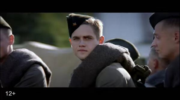 Кадр из военного фильма. Солдат уходит на фронт