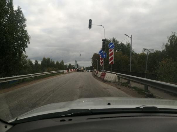 На мосту перед судостроительным заводом не работает свето...