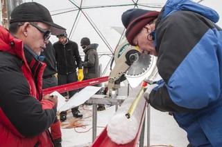 Американские ученые обнаружили в образцах древнего льда с Тибетского плато около трех десятков видов неизвестных вирусов.