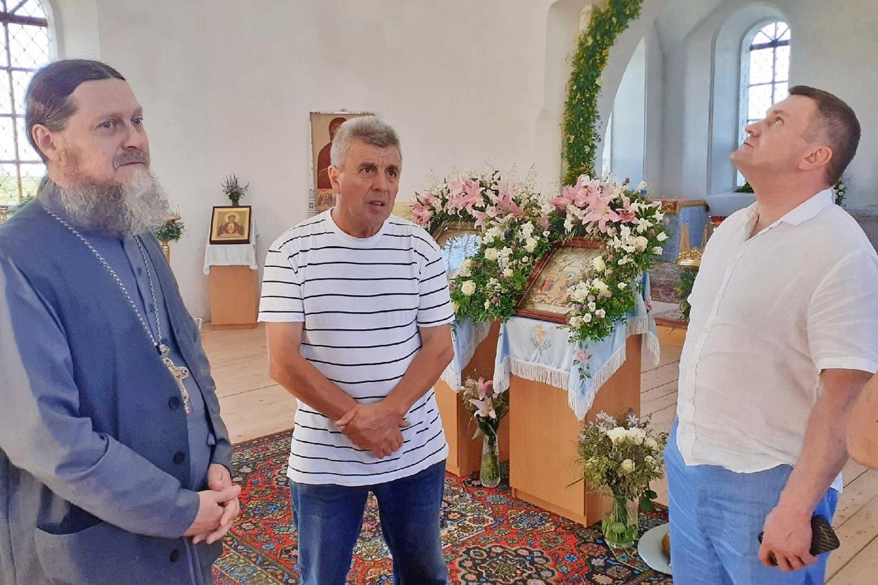 Глава «УЛК» Владимир Буторин продолжает помогать храмам и монастырям Пинежья