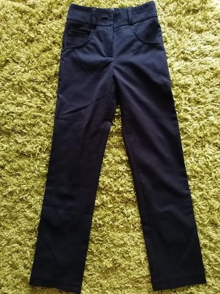 Школьные брюки для девочки (темно - синие). 122-12...