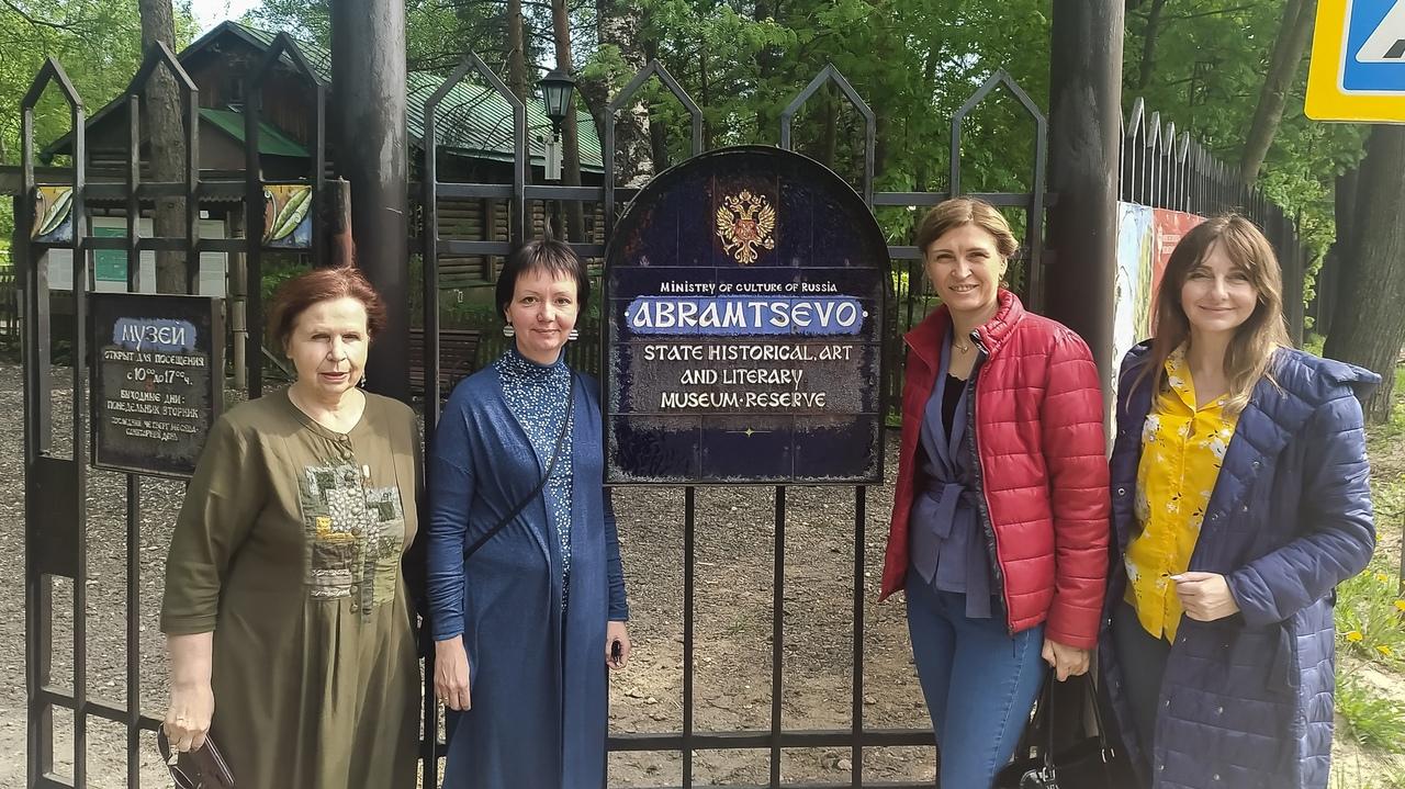 ХМ «Арт-Донбасс» представил выставку «По мотивам произведений Некрасова» в музее-заповеднике «Абрамцево»