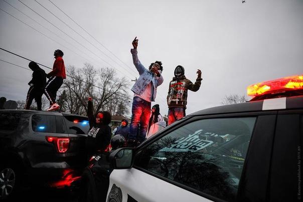 В США вспыхнули протесты из-за смерти афроамериканца Данте Райта