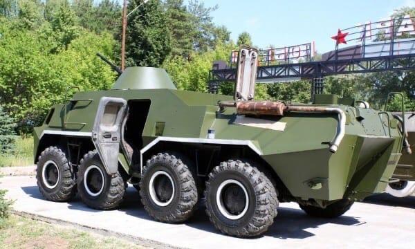 В Парке Победы Волжска установили БТР-80