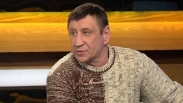 В Харькове Юрий поначалу стал рэкетиром Утверждая, что он сын Чикатило и показывая в качестве доказательства свидетельство о рождении, он вымогал у мелких дельцов деньги. Те давали страшно же!