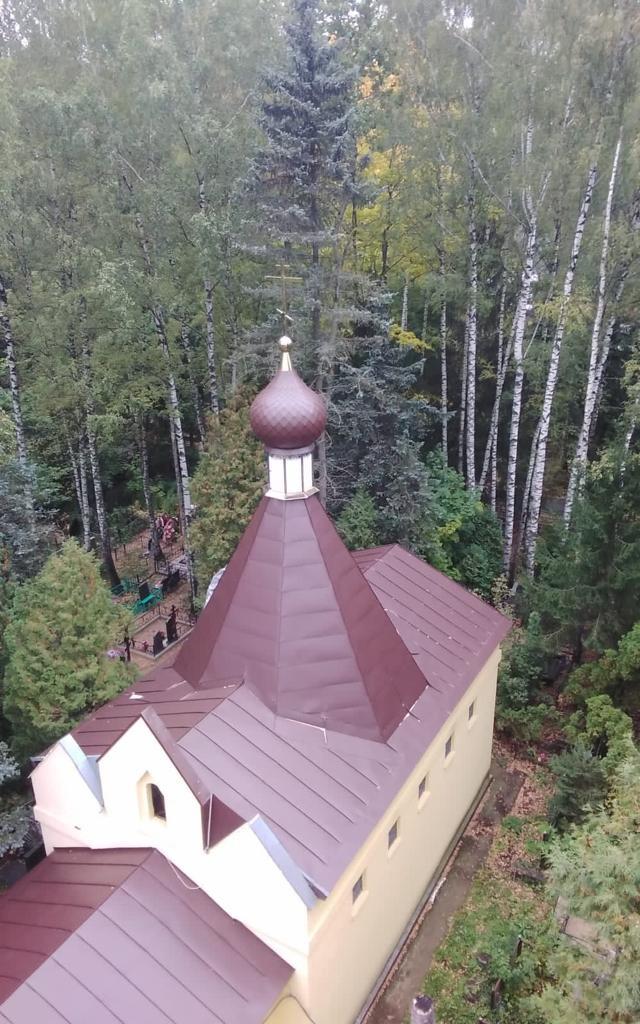 Освящение и установка креста и главки на храм равноапостольного князя Владимира на Химкинском кладбище