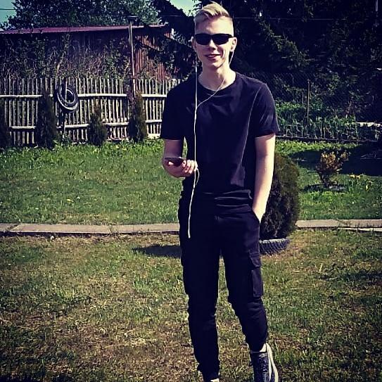 Антон, 19, Pskov
