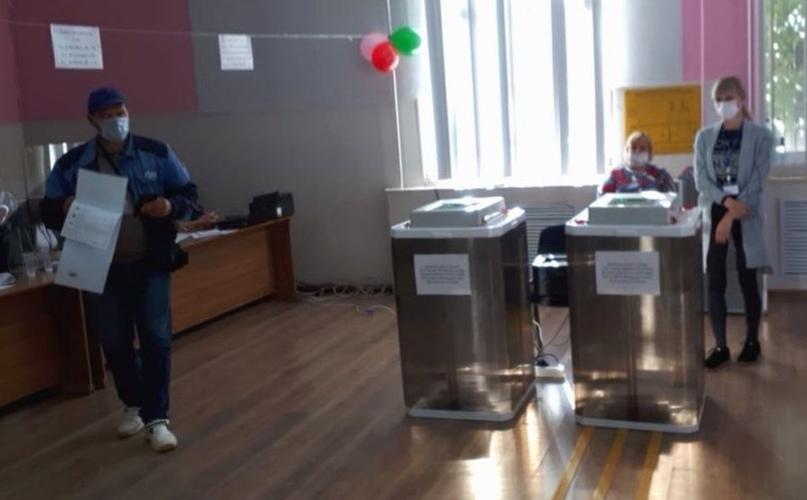 В Волгограде директора школы изгнали из УИК за отказ от фальсификаций.