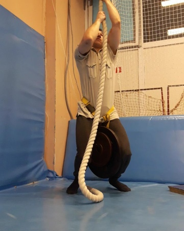 Максон on Instagram: Weighted rope climbing 35kg по канату с 35 кг sport fitness gym fit workout instagood motivation photooftheday ph