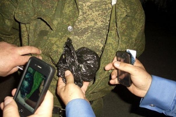 """""""Алкоголь и наркотики в армии не редкость"""": Инспектор военной полиции о своей службе"""