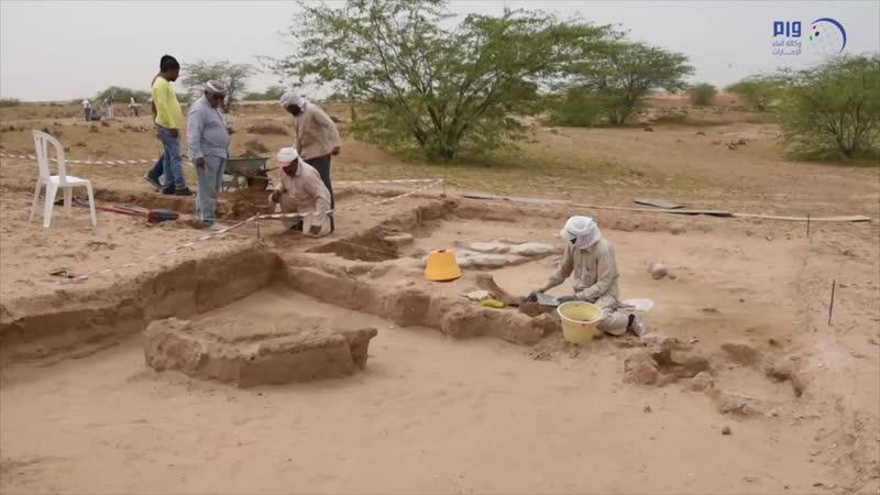 اكتشاف 15 مدفناً وتماثيل برونزية بموقع 'الدور' الأثري في أم القيوين