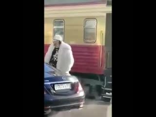 Конфузом закончилось прибытие Филиппа Киркорова в Улан Удэ. - Сегодня утром звезда российс
